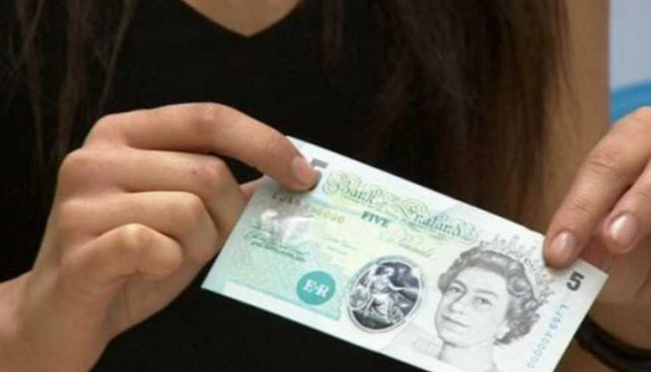 İngiltere Plastik Para Kullanmaya Başladı