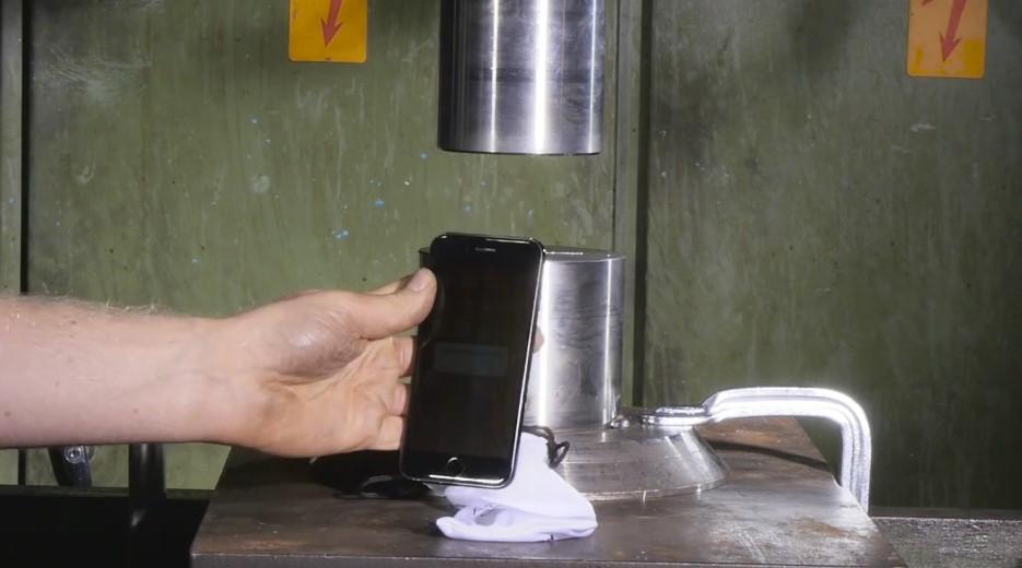 iPhone 7 Hidrolik Baskı Makinesi Testi