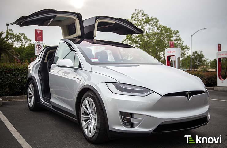 Tesla Model X'de Sürpriz Yenilik Ortaya Çıktı